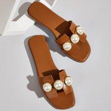Zapatillas con diseño de perla artificial
