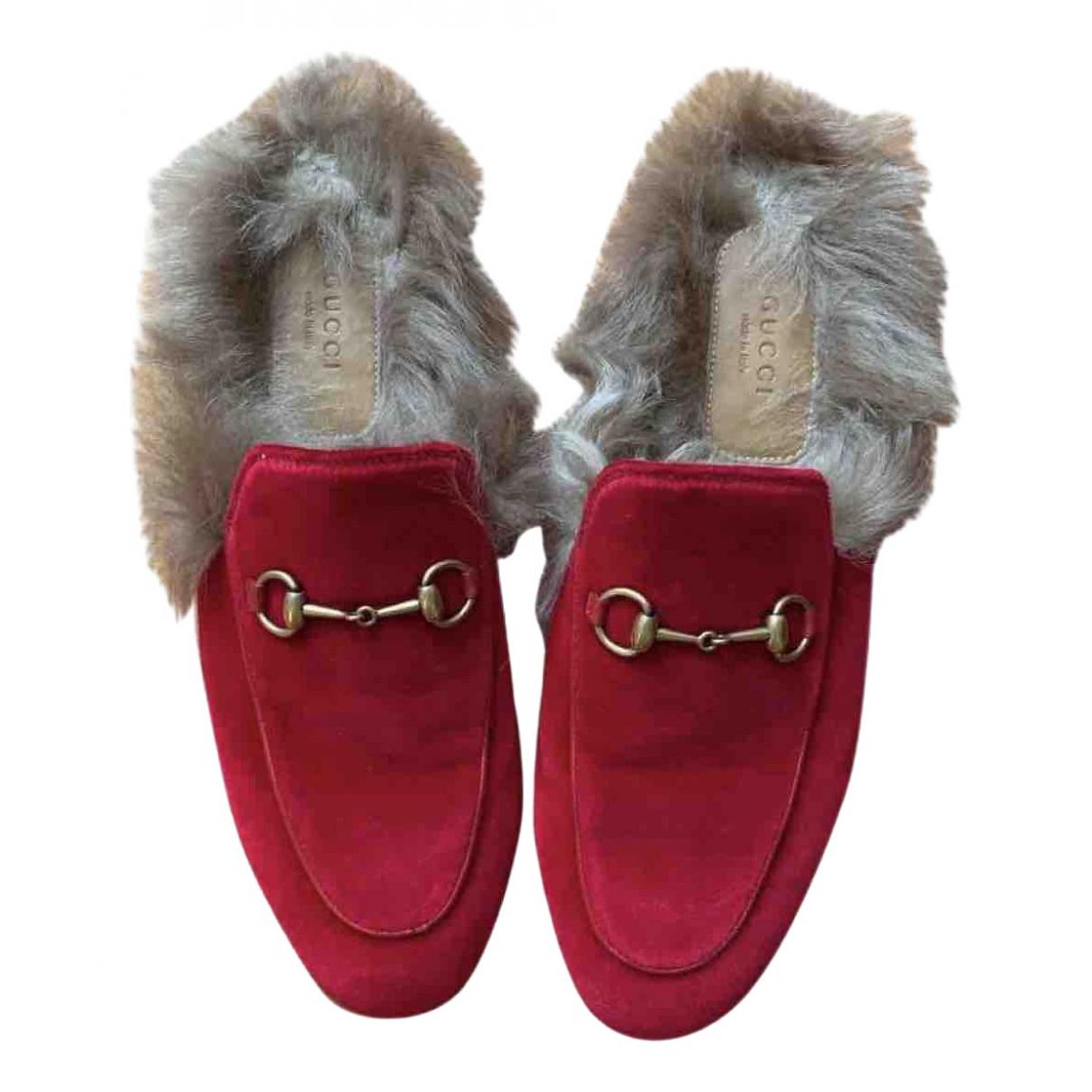 Gucci Princetown Mokassins in  Rot Samt