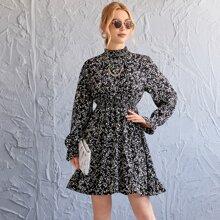 Kleid mit gerafftem Kragen & Taille und Bluemchen Muster