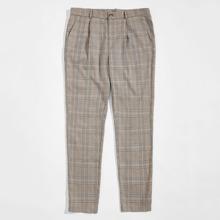 Hose mit schraegen Taschen vorn und Karo Muster