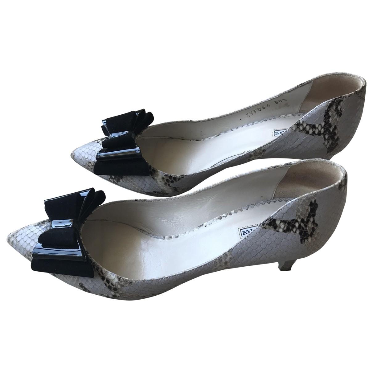 Emporio Armani \N Grey Leather Heels for Women 38.5 EU