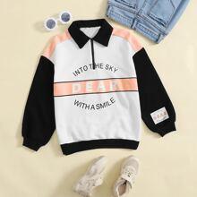 Pullover mit sehr tief angesetzter Schulterpartie, Buchstaben Grafik, Farbblock und halber Knopfleiste