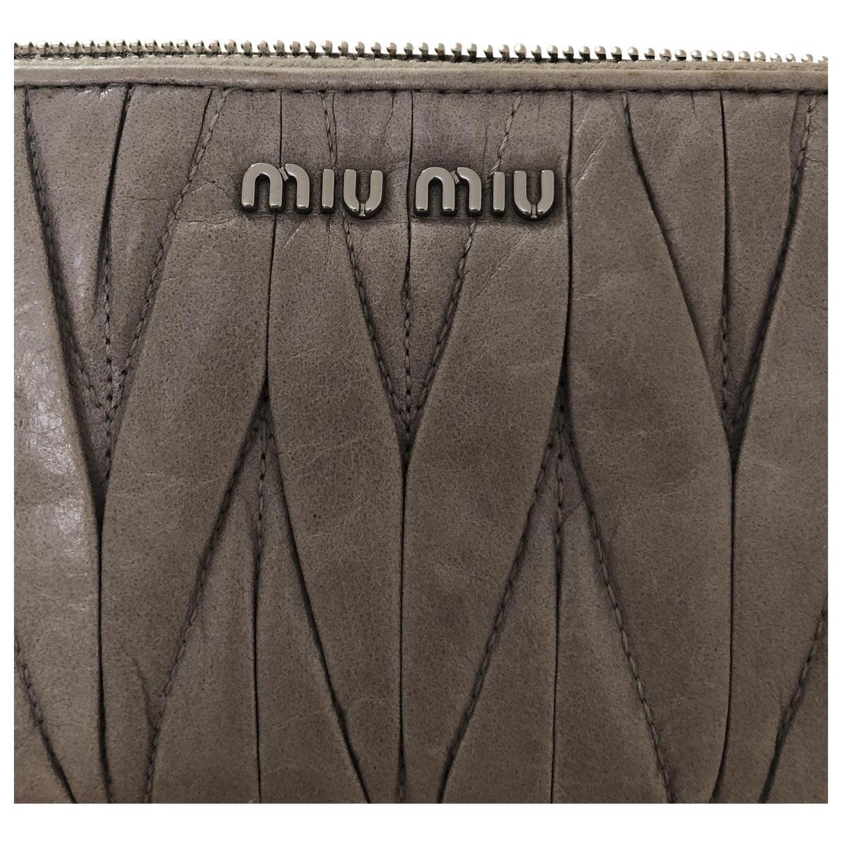 Miu Miu \N Portemonnaie in  Grau Leder