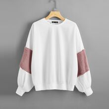 Pullover mit Kontrast und Kunstpelz an Ärmeln