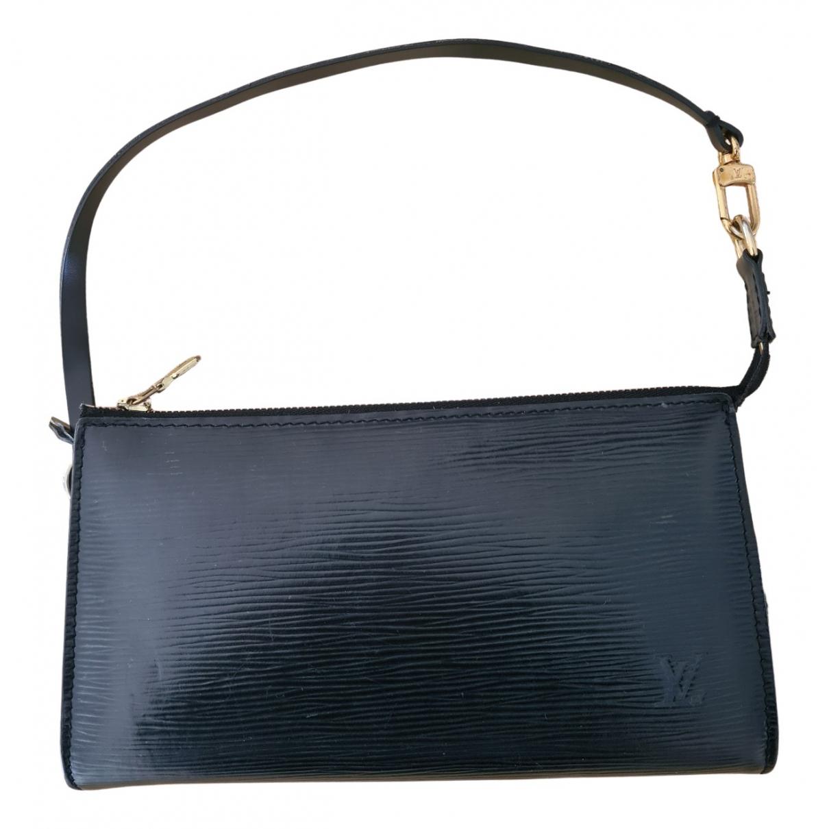 Louis Vuitton Honfleur Clutch in  Schwarz Leder