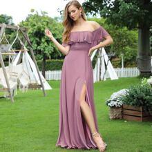 schulterfreies Kleid mit Schosschen und Schlitz