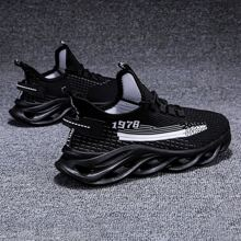 Zapatillas deportivas con cordon delantero