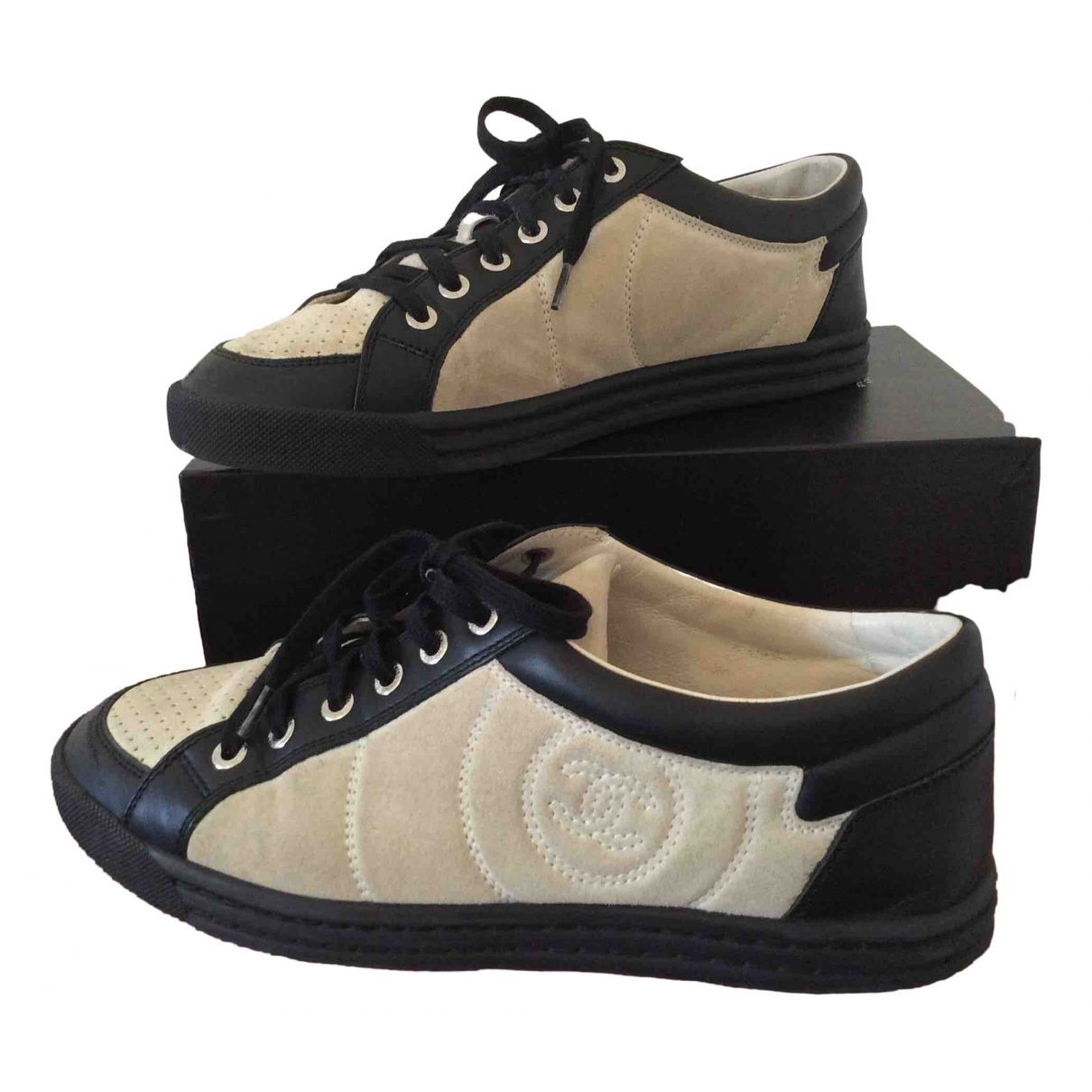 Chanel \N Sneakers in  Ecru Veloursleder