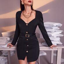 Kleid mit Schulterpolster und Knopfen vorn ohne Guertel