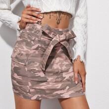 Falda denim de camuflaje con cremallera trasera con cinturon con bolsillo con solapa