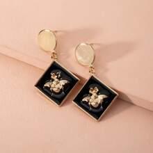 Quadratische Ohrringe mit Biene Dekor
