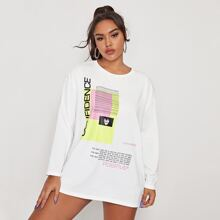 Langes T-Shirt mit sehr tief angesetzter Schulterpartie und Buchstaben Grafik