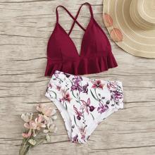 Bikini mit Raffungsaum, Kreuzgurt und Blumen Muster