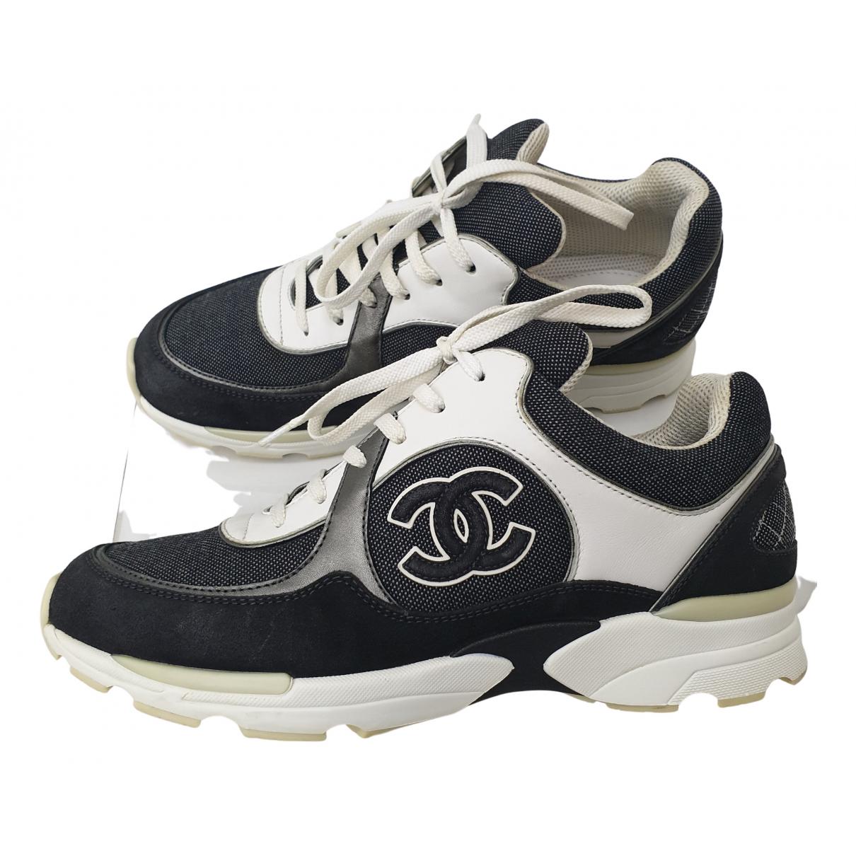 Chanel \N Sneakers in  Bunt Veloursleder