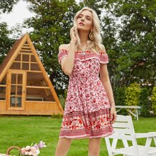 Schulterfreies Kleid mit Blumen Muster und mehrschichtigem Saum