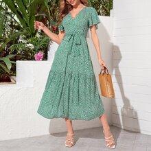 Kleid mit ausgestelltem Saum, Guertel und Bluemchen Muster
