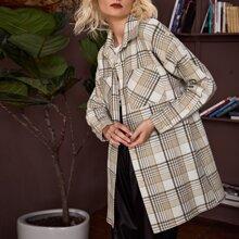Bluse mit Taschen vorn, sehr tief angesetzter Schulterpartie und Plaid Muster
