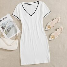 Strick figurbetontes Kleid mit Streifenbesatz
