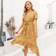 Kleid mit Raffungsaum, Taillenband und Punkten Muster