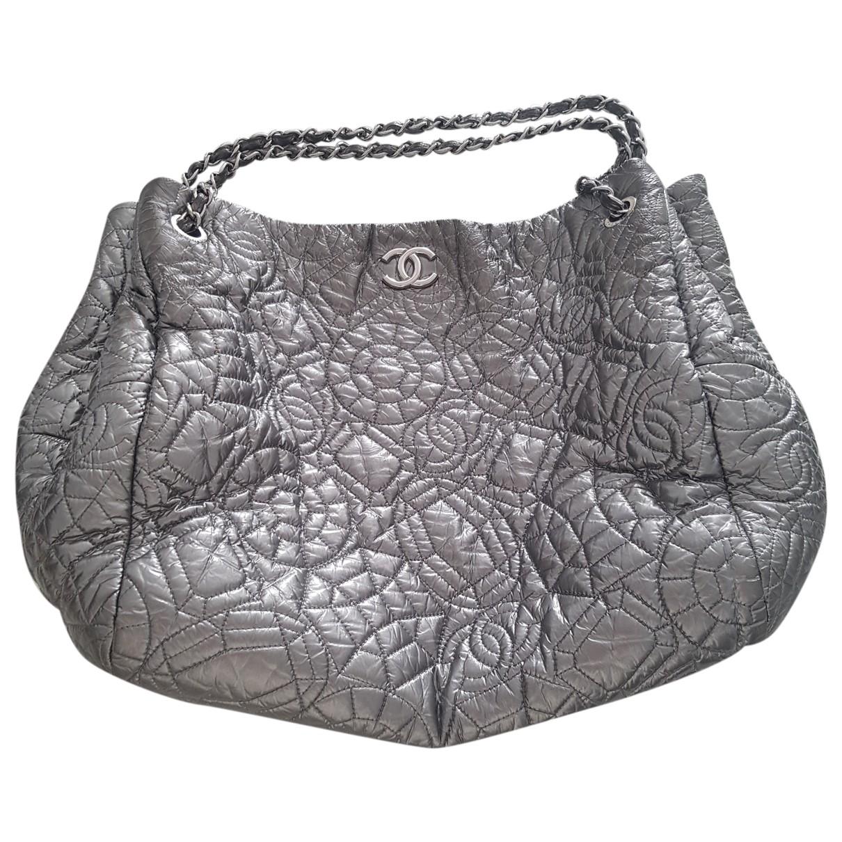 Chanel \N Handtasche in  Silber Leder