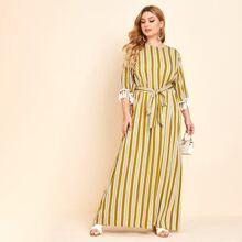 Maxi Kleid mit Quasten, Manschetten, Guertel und Streifen