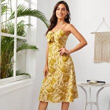 Cami Kleid mit Band vorn, seitlichen Schlitz und tropischem Muster