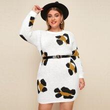 Pulloverkleid mit sehr tief angesetzter Schulterpartie, Grafik Muster ohnd Guertel