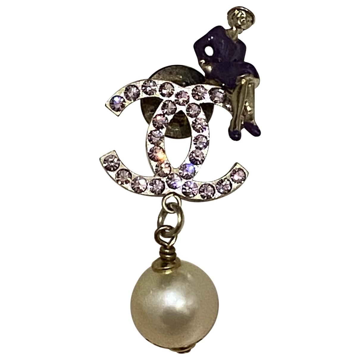 Broche CC en Metal Violeta Chanel