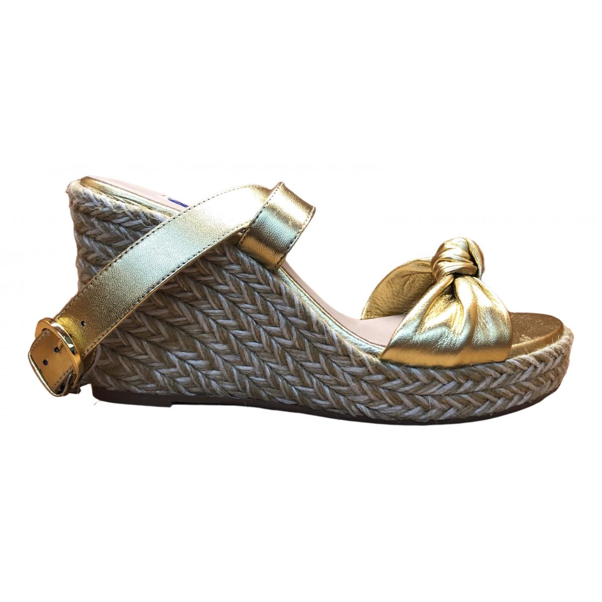 Stuart Weitzman \N Gold Leather Sandals for Women 36 EU