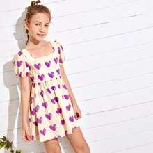 Maedchen Kleid mit Herzen Muster, quadratischem Kragen und Puffaermeln