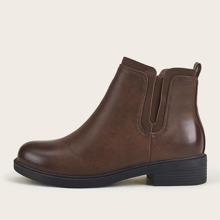 Minimalistische Stiefel mit weiter Passform