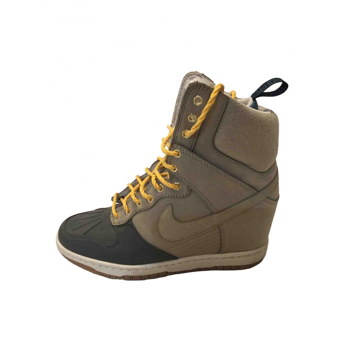 Nike Dunk Sky Stiefeletten in  Bunt Veloursleder