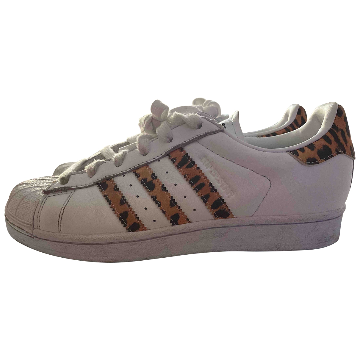 Adidas Superstar Sneakers in  Weiss Leder