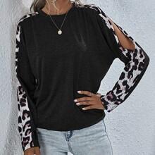 T-Shirt mit Leopard Muster, Schlitz, Band und sehr tief angesetzter Schulterpartie