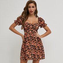 Kleid mit Ruesche, Puffaermeln und Blumen Muster