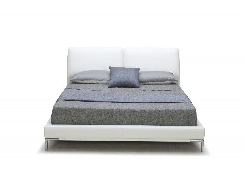 Bett 160x200 mit 2 Kopfstuetzen und verchromten Metallfuessen