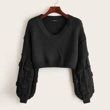 Crop Pullover mit Pompon und sehr tief angesetzter Schulterpartie