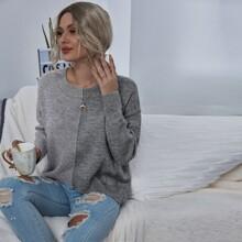 Zweifarbiger Pullover mit sehr tief angesetzter Schulterpartie