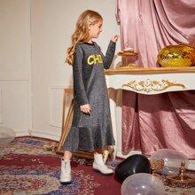 Kleid mit Rueschenbesatz, Buchstaben Grafik und Glitzer