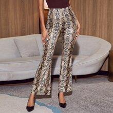 Hose mit elastischer Taille, ausgestelltem Beinschnitt und Schlangenleder Muster