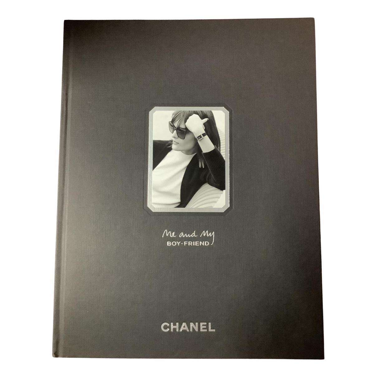 Chanel - Mode   pour lifestyle en bois - noir