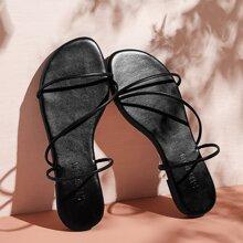 Zapatillas con tira delgada de punta abierta