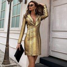 Vestido blazer dorado con diseño de cocodrilo con botones