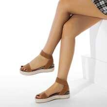Keilschuhe mit offener Zehenpartie und Knochelriemen