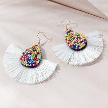 Ohrringe mit Perlen Dekor und Quasten