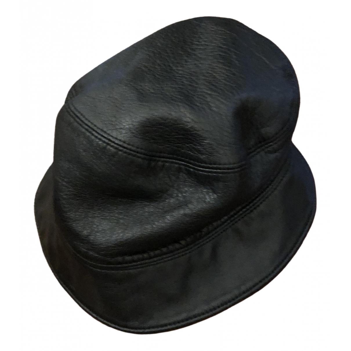 Prada - Chapeau   pour femme en cuir - noir