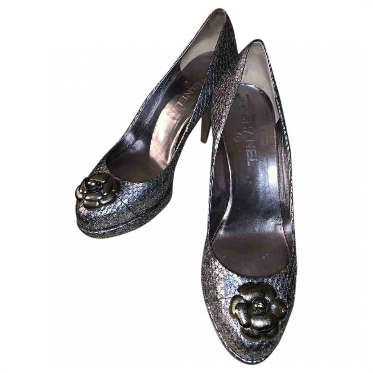 Chanel - Escarpins   pour femme en python - metallise