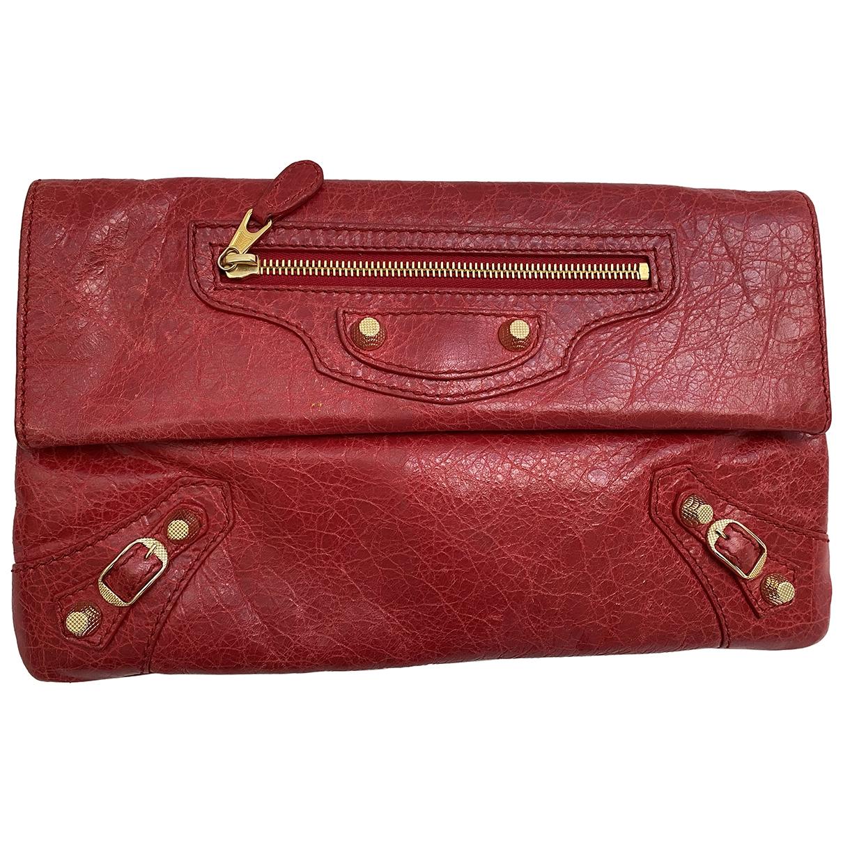 Balenciaga Envelop Clutch in  Rot Leder