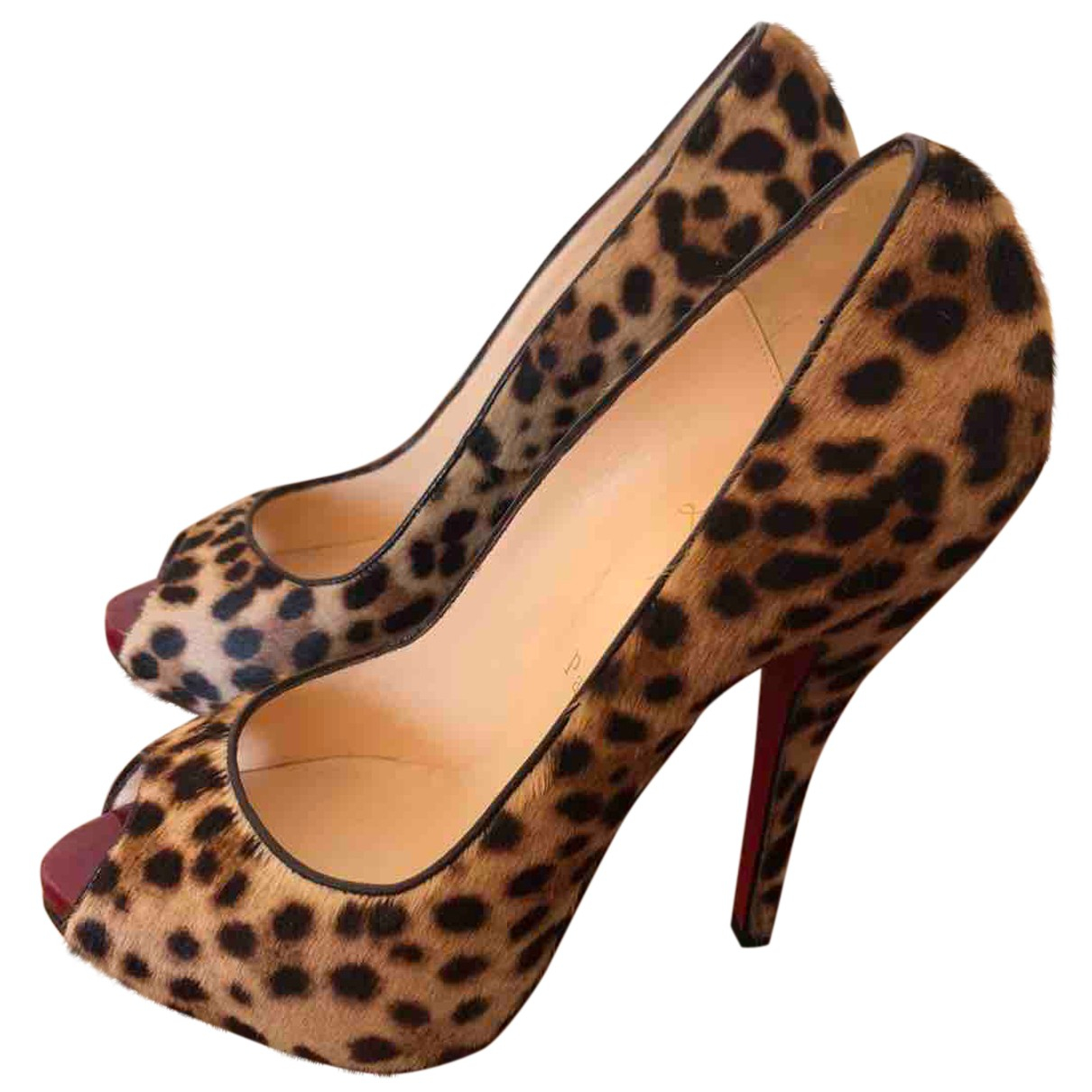 Christian Louboutin \N Pumps in  Beige Fell