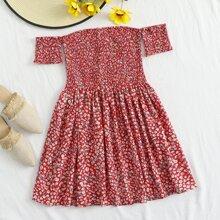Vestido floral de margarita fruncido de hombros descubiertos